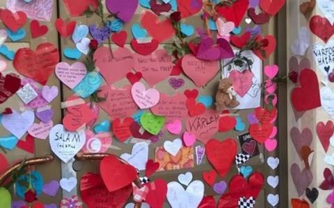 Σουηδία: Βομβαρδισμός από καρδούλες σε τέμενος