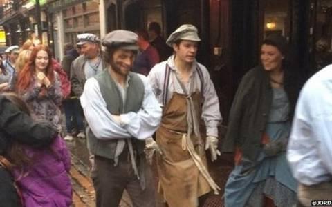 Βρετανία: Οι «Άθλιοι» και το κοινό τους πήραν τους δρόμους (pics)