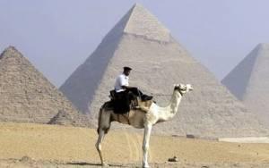Ταχυδρόμος έλυσε (;) το μυστήριο των πυραμίδων της Αιγύπτου!