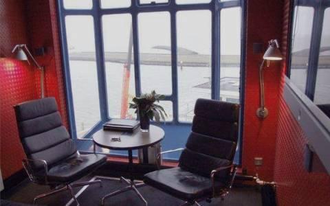Θέλω να μείνω σε ένα γερανό σε λιμάνι. Υπάρχει! (photos)
