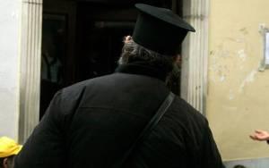 Σε αργία ο ιερέας που έταζε... δάνεια με το αζημίωτο
