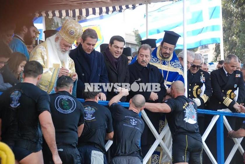 Με λαμπρότητα ο εορτασμός των Θεοφανείων στον Πειραιά (pics+vid)
