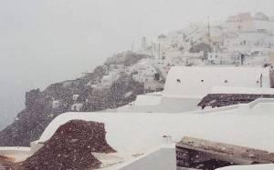 Καιρός: Χιόνισε στη Σαντορίνη