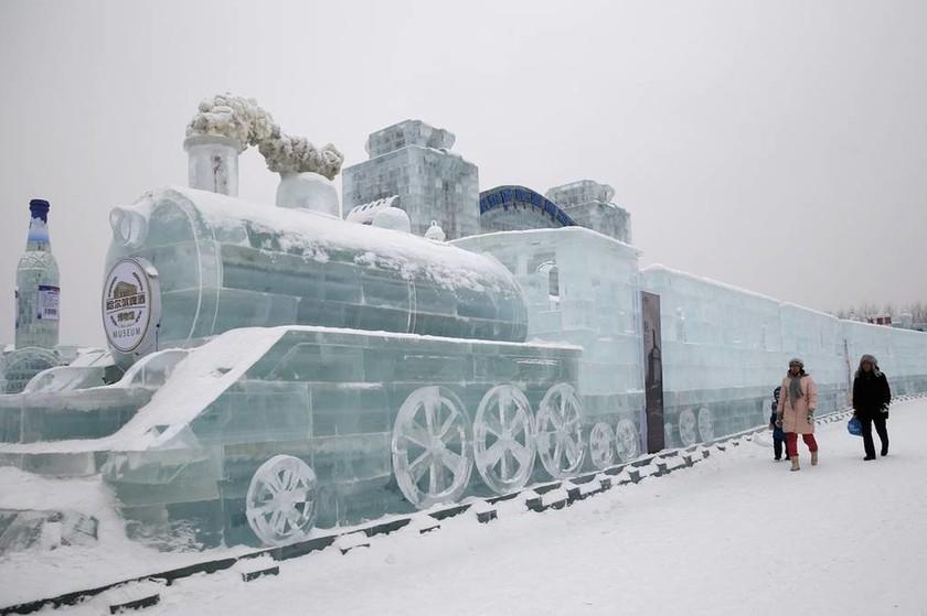 Κίνα: Παραμυθένιο σκηνικό από χιόνι και πάγο (video & pics)