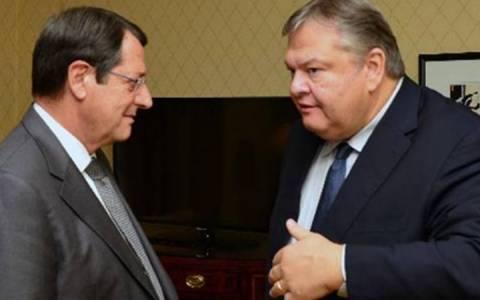 Τηλεφωνική επικοινωνία Αναστασιάδη-Βενιζέλου για Κυπριακό
