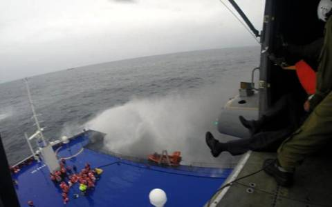 Νόρμαν Ατλάντικ: Η φωτιά καίει ακόμα στο εσωτερικό του πλοίου