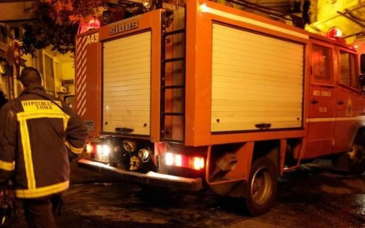 Στις φλόγες συνεργείο αυτοκινήτων στην Αργυρούπολη