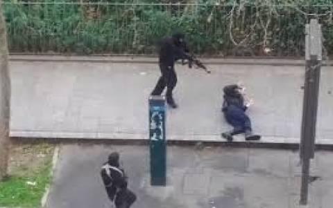 Charlie Hebdo: «Ήρωες» οι δράστες του μακελειού, λέει το ραδιόφωνο του ΙΚ