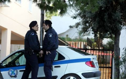 Ηλικιωμένος ταμπουρώθηκε στο σπίτι του και πυροβόλησε κατά αστυνομικών