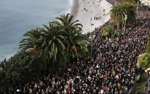 Γαλλία: Εκδηλώσεις μνήμης ενώ ο κίνδυνος δεν έχει απομακρυνθεί