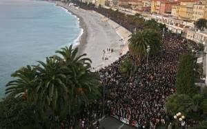 Εκατοντάδες χιλιάδες Γάλλοι στους δρόμους για τους μάρτυρες του παραλογισμού (pics)
