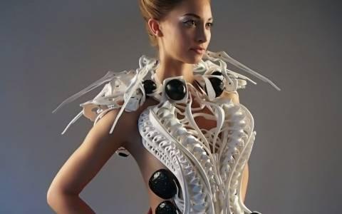 Το φόρεμα της γυναίκας αράχνης (video)