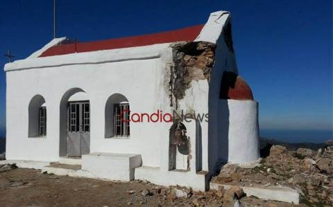 Απίστευτες καταστροφές από κεραυνούς σε εκκλησάκι στο Ηράκλειο (Pics)