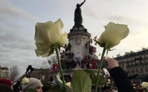 Συγκινητικές φωτογραφίες: Όταν το Παρίσι φώναξε «je suis Charlie»