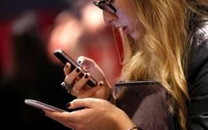 Τα smartphones αυξάνουν... τις ρυτίδες