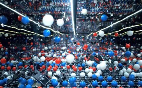 2.200 μπαλάκια πινγκ πονγκ για μια διαφήμιση