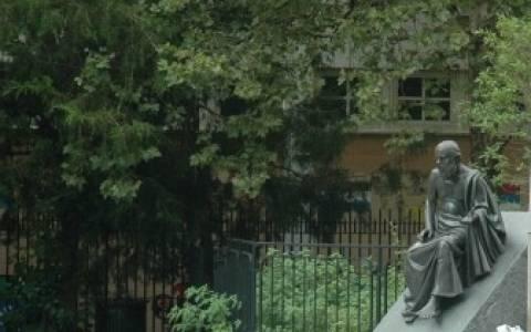 Έφυγε από τη ζωή ο Ντένης Συντήλας, δημιουργός της πλ. Αθηνών στην Αστόρια