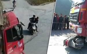 Τρομακτικό δυστύχημα στην Κίνα: Φορτηγό παρέσυρε σκούτερ
