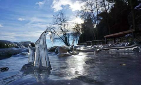 Η παγωμένη λίμνη της Καστοριάς, όπως δεν την έχετε ξαναδεί (video)