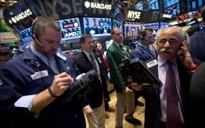 Κοντά στα 45 δολάρια το πετρέλαιο και νέα υποχώρηση στη Wall Street