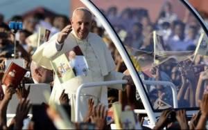«Πολύχρωμη» αγιοποίηση από τον Πάπα στη Σρι Λάνκα (photos)