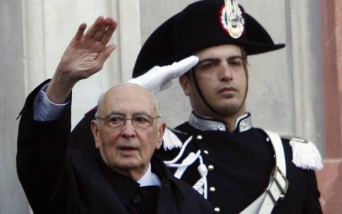 Ναπολιτάνο: Υπέγραψε την παραίτησή του και φεύγει (photos)