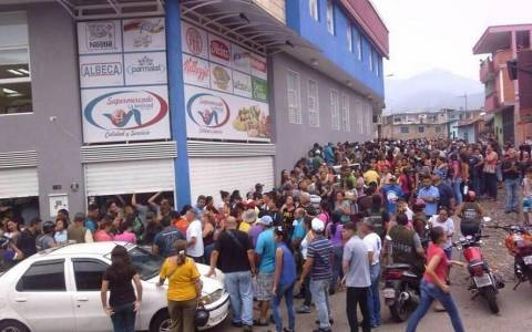 Βενεζουέλα: Απαγορεύσεις... με ουρά, για λόγους ασφαλείας