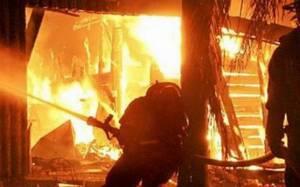 Στις φλόγες εργοστάσιο στην Αθήνα