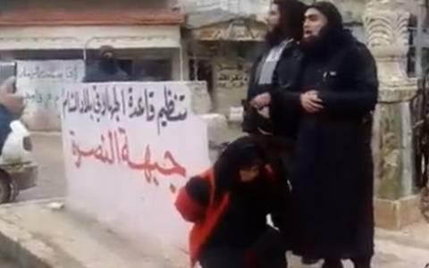 Συρία: Ισλαμιστές εκτελούν γυναίκα κατηγορούμενη για μοιχεία (video)