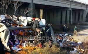 Νταλίκα έπεσε από γέφυρα στην εθνική οδό