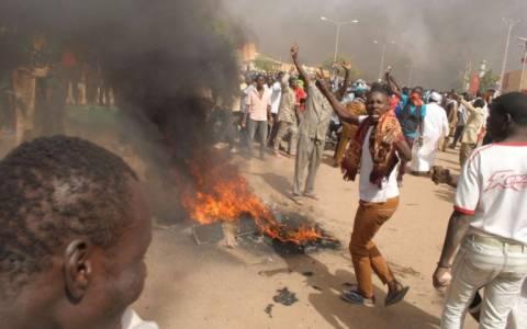 Νίγηρας: Αιματηρές διαδηλώσεις κατά του Charlie Hebdo – Συνολικά δέκα οι νεκροί