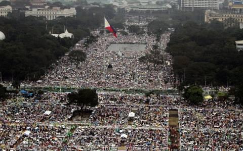 Φιλιππίνες: Κοσμοπλημμύρα έξι εκατομμυρίων ανθρώπων στη λειτουργία του Πάπα