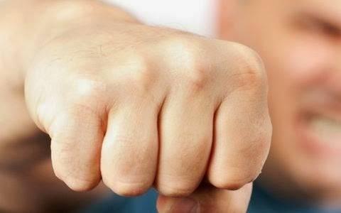 Επίθεση έξι ατόμων εναντίον καταστηματάρχη στο Ν. Ηράκλειο