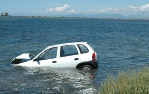 Λευκάδα: Όχημα έκανε «βουτιά» στη θάλασσα
