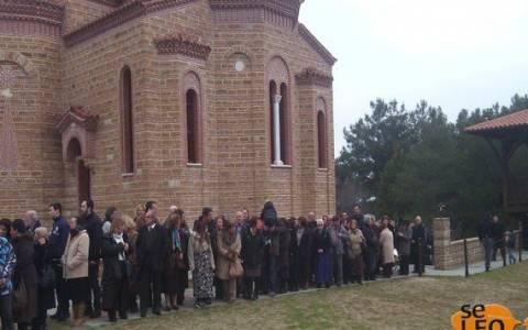 Πιστοί προσκύνησαν τον τάφο του γέροντα Παΐσιου (pics)