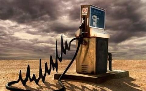 Πέφτει και πάλι το πετρέλαιο