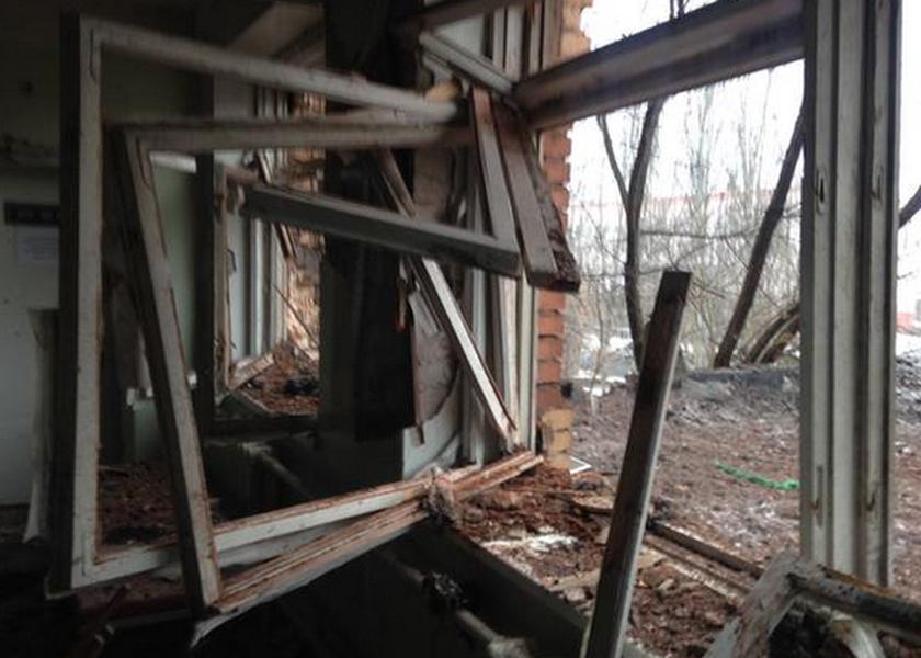 Ουκρανία: Ρουκέτες έπληξαν νοσοκομείο στο κέντρο του Ντονέτσκ (pics)