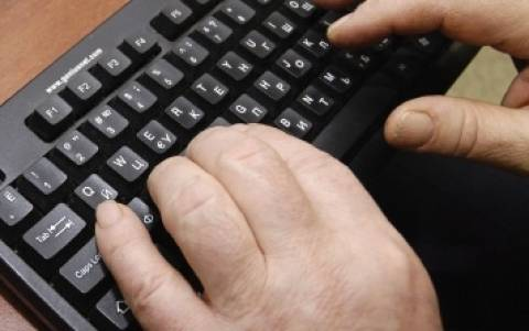 Guardian: Μυστικές υπηρεσίες παρακολουθούσαν e-mails δημοσιογράφων