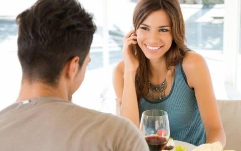 Πρώτο ραντεβού; Οι κινήσεις που λένε πολλά για σένα