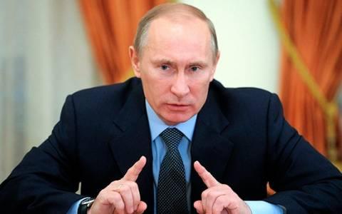 Bloomberg: Ο Πούτιν πιέζει ρώσους μεγιστάνες να επαναπατρίσουν κεφάλαια