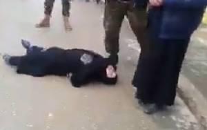 Συρία: Εκτέλεση γυναίκας για μοιχεία (σκληρό video)