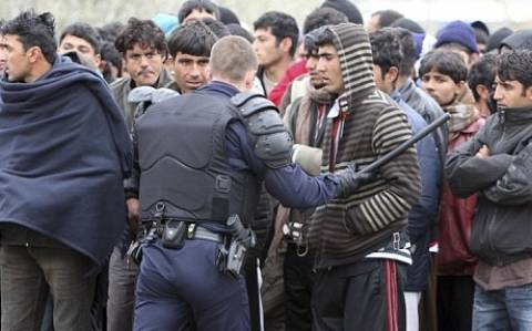 HRW: Γάλλοι αστυνομικοί κακοποιούν μετανάστες στο Καλέ