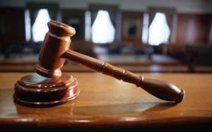 Βολές κατά Παπούλια από τους συνηγόρους των αθωωθέντων για τις μετοχές-φούσκες
