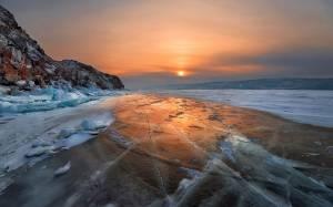 Εκπληκτικές εικόνες από την παγωμένη λίμνη Βαϊκάλη