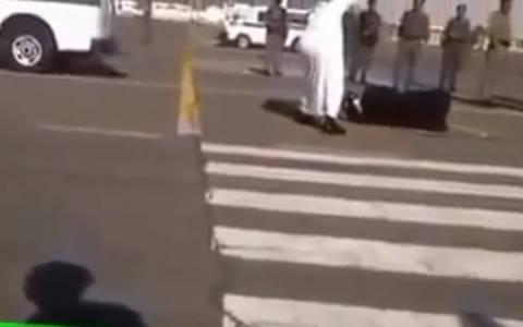 Σ. Αραβία: Συνελήφθη ο άνδρας που μαγνητοσκόπησε δημόσιο αποκεφαλισμό (video)