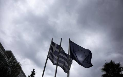Mελέτη JDC: Η Αθήνα θα μπορούσε να κηρύξει χρεοκοπία, μένοντας στο ευρώ