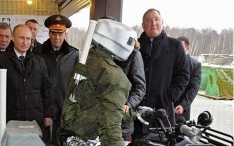 Ο Πούτιν εκθείασε τους ρομπότ-στρατιώτες της ρωσικής αμυντικής βιομηχανίας