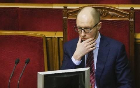 Ουκρανία: Ο Γιατσενιούκ κατηγορεί τους φιλορώσους αντάρτες για την επίθεση
