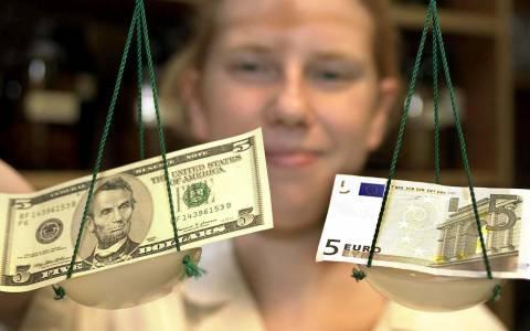 Πέφτει κι άλλο το ευρώ μετά τις εξαγγελίες Ντράγκι