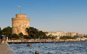 Αλλοδαπός βρέθηκε στη θάλασσα… μπροστά από τον Λευκό Πύργο